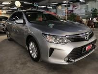 Cần bán Toyota Camry 2.0E 2015, màu bạc, giá cạnh tranh