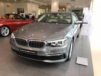 Bán Xe BMW 520i 2019, màu xám, xe nhập khẩu nguyên chiếc chính hãng mới 100%, giảm tiền mặt lên đến 230 triệu