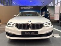Bán BMW 5 Series 520i 2019, màu trắng, nhập khẩu nguyên chiếc mới 100%, giảm 230 triệu tiền mặt, hỗ trợ trả góp 85%