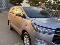 Bán ô tô Toyota Innova sản xuất 2017, màu bạc xe gia đình