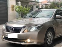 Cần bán Toyota Camry 2.0 màu vàng cát, sản xuất 2013, model 2014