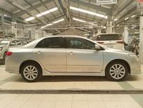 Cần bán lại xe Toyota Corolla Altis 2.0V 2010, màu bạc, giá KM