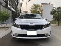 Cần bán Kia Cerato 2019 màu trắng, đi 40.000km
