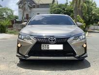 Toyota Camry 2.5Q sản xuất 2019, màu vàng cát, biển TP