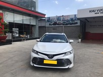 Cần bán xe Toyota Camry 2.5Q 2019 màu trắng, nhập Thái chính hãng Toyota Sure