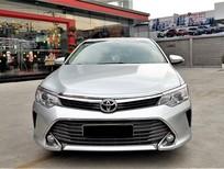 Cần bán xe Toyota Camry 2.0E 2015 màu bạc, xe đẹp đi kĩ, chính hãng Toyota Sure