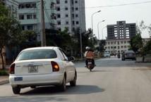 /phap-luat-xe/quy-dinh-ve-viec-bat-den-xi-nhan-tai-xe-can-biet-de-tranh-bi-phat-oan-2500