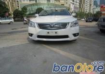 Cần bán Toyota Camry 2.0E đời 2011, màu trắng, còn mới