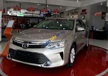 Bán Toyota Camry 2.0E giao ngay, giảm giá 32 triệu, hỗ trợ vay 85% giá trị xe