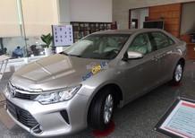 Bán Toyota Camry 2.0E sản xuất 2017, còn 4 màu sang trọng, tặng phụ kiện và giảm giá tiền mặt