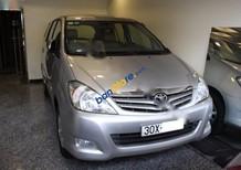 Bán ô tô Toyota Innova G đời 2010, màu bạc chính chủ