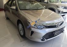 Cần bán xe Toyota Camry 2.5G đời 2017, màu vàng