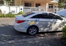 Cần bán xe Hyundai Sonata năm 2010, màu trắng, 550tr