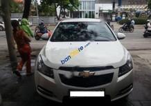 Cần bán gấp Chevrolet Cruze LS đời 2010, màu trắng xe gia đình
