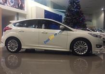 Bán xe Ford Focus 1.5L AT Sport 5Dr đời 2017, màu trắng, hỗ trợ mua trả góp hơn 80%