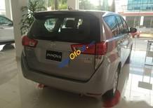 Bán Toyota Innova 2.0E sản xuất 2017, màu xám