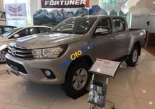 Bán Toyota Hilux 2.4E 2017, màu bạc