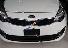 Bán ô tô Kia Rio đời 2017, màu trắng như mới