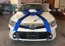 Cần bán Toyota Camry 2.0AT sản xuất năm 2017, màu trắng, nhập khẩu nguyên chiếc