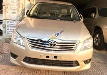 Cần bán lại xe Toyota Innova 2.0E đời 2012, màu vàng số sàn