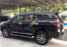 Cần bán xe Toyota Fortuner V đời 2016, màu đen