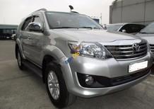 Bán xe Toyota Fortuner V đời 2013, màu bạc xe gia đình