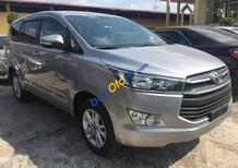 Cần bán xe Toyota Innova E sản xuất 2017, màu bạc