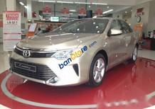 Bán xe Toyota Camry đời 2016, màu ghi vàng