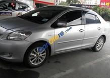 Cần bán lại xe Toyota Vios đời 2011, màu bạc
