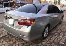 Bán Toyota Camry 2.0E sản xuất 2014, màu bạc đẹp như mới, giá chỉ 890 triệu