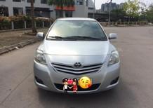 Gia đình cần bán chiếc xe Toyota Vios dòng 1.5E màu bạc, đời 2010 sản xuất tại Việt Nam, giá 298 triệu