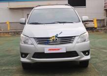 Cần bán Toyota Innova E 2.0MT đời 2012, màu bạc, giá chỉ 569 triệu
