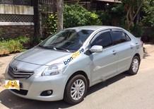 Xe Toyota Vios 1.5 E 2010, màu bạc xe gia đình