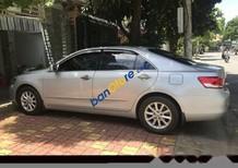 Cần bán xe Toyota Camry sản xuất 2010, màu bạc