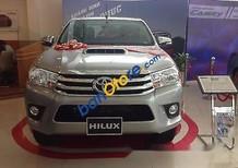 Bán xe Toyota Hilux E đời 2017, màu bạc