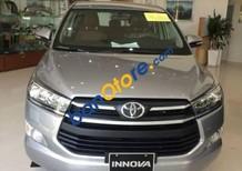 Bán ô tô Toyota Innova sản xuất 2017, màu bạc