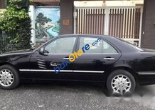 Cần bán Mercedes đời 2000, màu đen