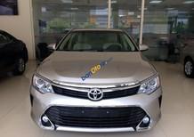 Bán xe Toyota Camry 2.0E đời 2017, màu nâu, xả hàng giá cực tốt