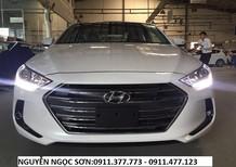 Bán Hyundai Elantra đời 2017, màu trắng, giá tốt