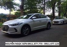 Cần bán xe Hyundai Elantra 2017, màu trắng, giá tốt