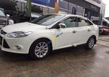 Cần bán lại xe Ford Focus Titanium 2.0 AT sản xuất 2015, màu trắng
