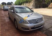 Cần bán lại xe Nissan Teana sản xuất 2010, màu bạc xe gia đình