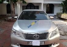 Cần bán xe Toyota Camry sản xuất năm 2013, màu bạc, giá chỉ 900 triệu