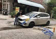 Cần bán Kia Rondo năm 2017, màu trắng còn mới