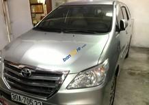 Cần bán xe Toyota Innova 2.0E sản xuất 2015, màu bạc