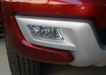 Cần bán Ford Everest 2.2l titanium năm 2017, màu đỏ, Nhập khẩu Thái Lan