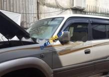 Bán xe cũ Toyota Prado màu bạc, đời 2000, xe đang hoạt động tốt