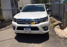 Xe Toyota Hilux sản xuất 2017, màu trắng