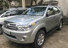 Cần bán gấp Toyota Fortuner V năm sản xuất 2011, màu bạc