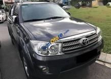Bán Toyota Fortuner V AT năm sản xuất 2010, màu đen, giá tốt